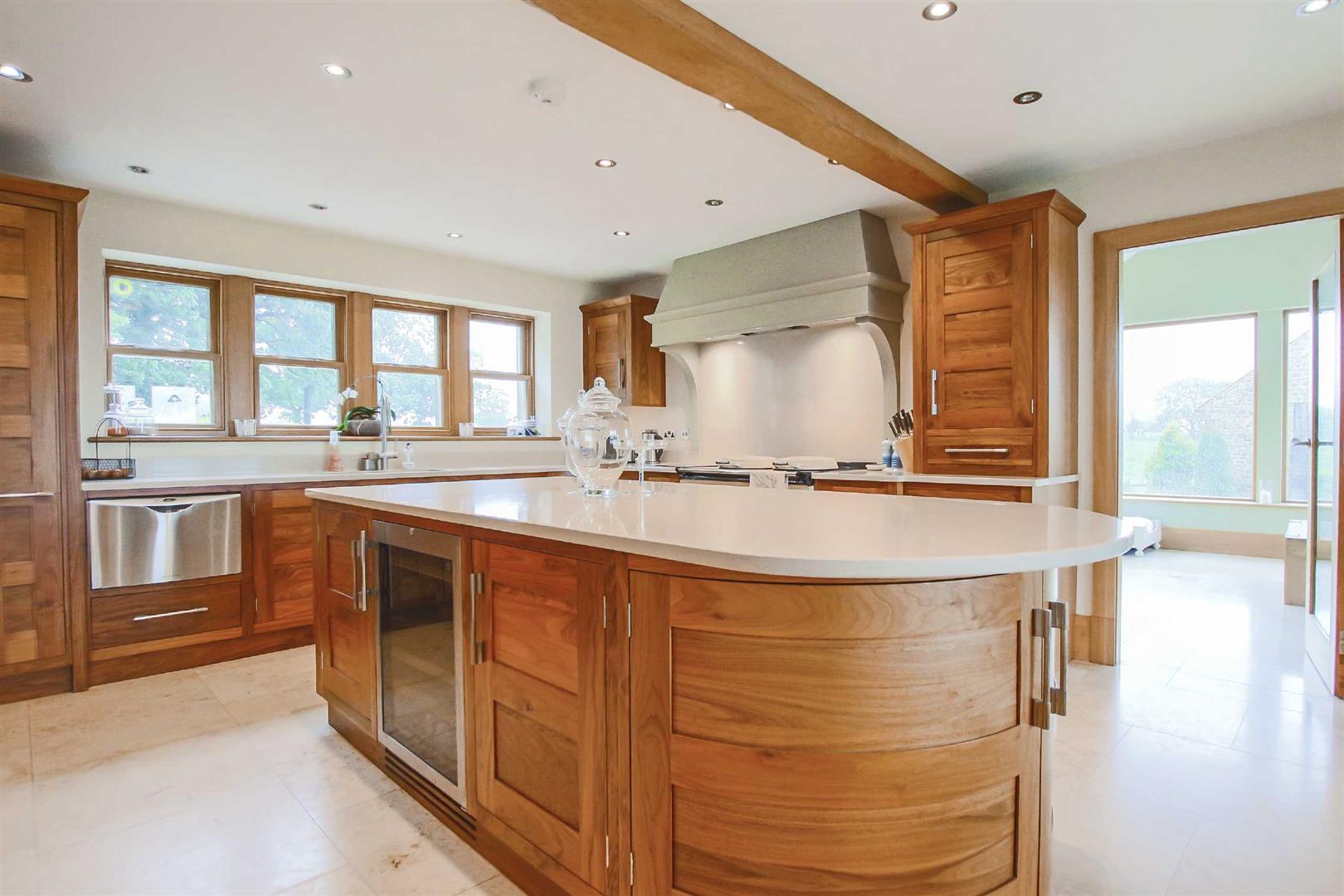 4 Bedroom Detached House For Sale - Image 2